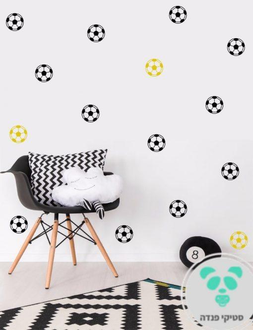 מדבקות לקיר של כדורגל